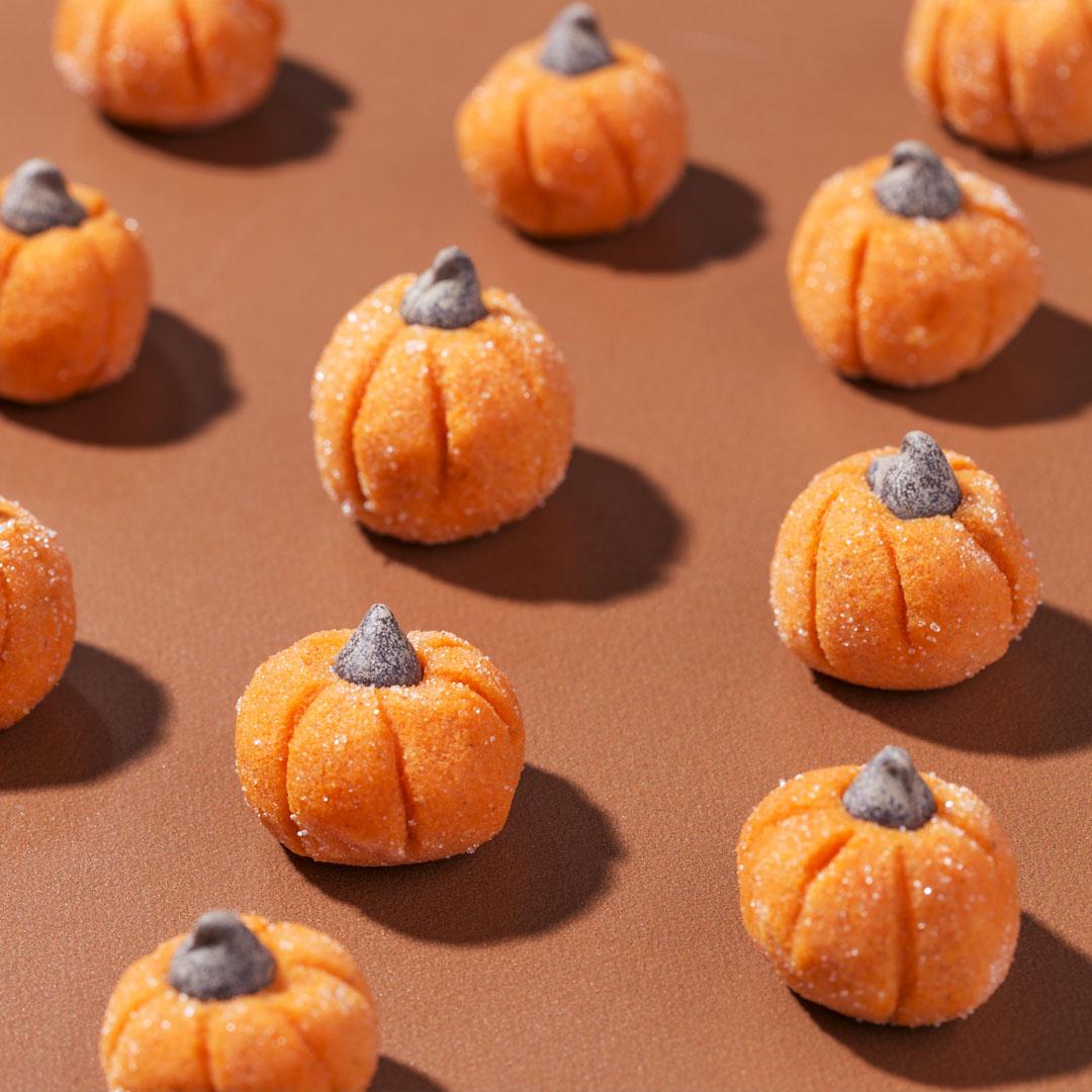 White Chocolate-Pumpkin Spice Truffles